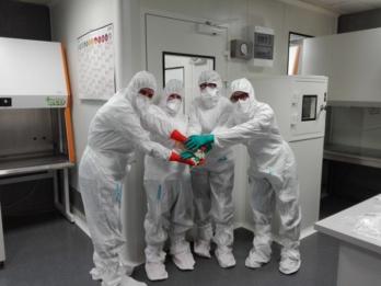 czlowiek zagrozeniem kontaminacji w cleanroom